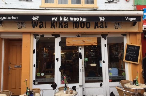 Wai Kika Moo Kau out front