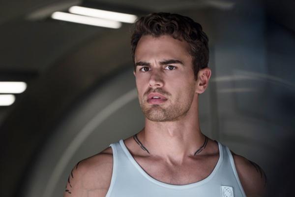 Theo James in Divergent