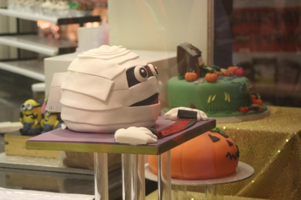 Image of the cakes in the Window of The Cake Shop, Oxford