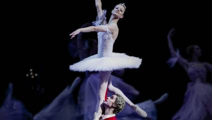 Photograph of the Sugar Plum Fairy and the Nutcracker in the Bolshoi Ballet's production of The Nutcracker